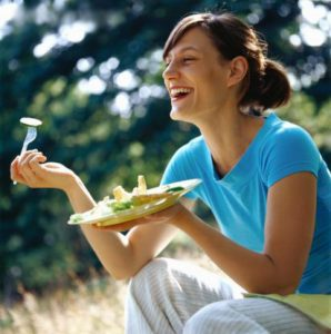women-laughing-alone-with-salad-14